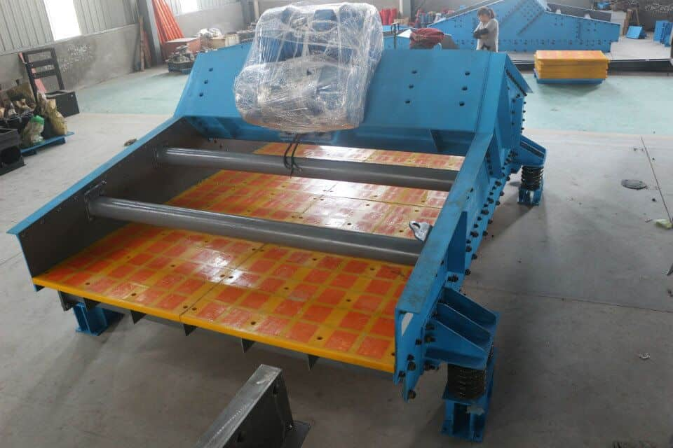 The actual conditions should be considered choosing dewatering screen.